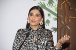 Sonam Kapoor at Fight for Hunger foundation on 25th Oct 2016 (36)_5810535f322f3.JPG