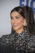 Sonam Kapoor at Fight for Hunger foundation on 25th Oct 2016 (59)_581053729efae.JPG