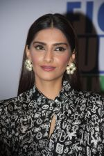 Sonam Kapoor at Fight for Hunger foundation on 25th Oct 2016 (61)_581053745bc47.JPG