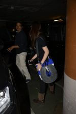 Yami Gautam snapped at airport on 25th Oct 2016 (16)_58105d44312aa.JPG