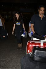 Yami Gautam snapped at airport on 25th Oct 2016 (17)_58105d457a5b2.JPG