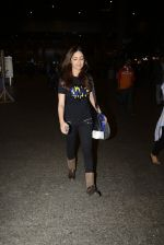 Yami Gautam snapped at airport on 25th Oct 2016 (21)_58105d49a4dc6.JPG