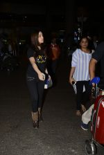 Yami Gautam snapped at airport on 25th Oct 2016 (19)_58105d4798b0b.JPG