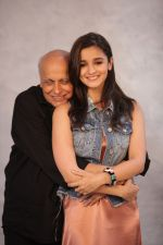 Alia Bhatt shows Mahesh Bhatt something interesting on her phone on the sets of Vogue BFFs (1)_5812effea7150.JPG