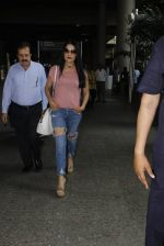 Celina Jaitley snapped at airport on 26th Oct 2016 (23)_5812f36703699.JPG