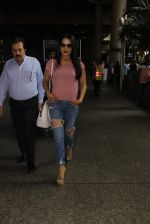 Celina Jaitley snapped at airport on 26th Oct 2016 (25)_5812f3699c421.JPG