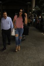 Celina Jaitley snapped at airport on 26th Oct 2016 (26)_5812f377b78d4.JPG
