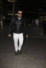 Emraan Hashmi snapped at airport on 26th Oct 2016 (10)_5812f378847a1.JPG