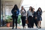 Kareena Kapoor, Karisma Kapoor, Rhea Kapoor snapped post lunch on 26th Oct 2016 (3)_5812fe46091cf.JPG