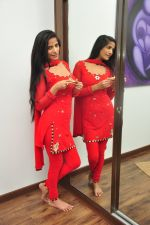 Poonam Pandey Diwali Shoot on 26th Oct 2016 (1)_5812f98f8162e.JPG