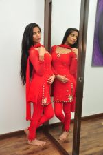 Poonam Pandey Diwali Shoot on 26th Oct 2016 (20)_5812f99f03a98.JPG