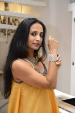 Suchitra Pillai at the launch of a new jewellery line of designer Paulomi Sanghavi in Mumbai on 27th Oct 2016 (87)_58131a8fe54f0.JPG