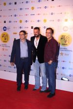 Sanjay Dutt, Vidhu Vinod Chopra at closing ceremony of MAMI Film Festival 2016 on 27th Oct 2016 (48)_5814b7856503f.JPG