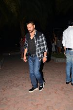 Sanjay Kapoor snapped at dinner in bandra on 27th Oct 2016 (7)_5814b7ee66f24.JPG