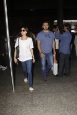 Shamita Shetty, Raj Kundra snapped at airport on 28th Oct 2016 (11)_5814c16157c2b.JPG