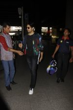 Sidharth Malhotra snapped at airport on 28th Oct 2016 (3)_5814c12c56383.JPG