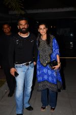 Sunil Shetty, Mana Shetty snapped at dinner in bandra on 27th Oct 2016 (6)_5814b810bca09.JPG