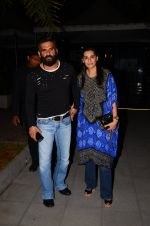 Sunil Shetty, Mana Shetty snapped at dinner in bandra on 27th Oct 2016 (7)_5814b8131abf5.JPG