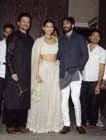 Anil Kapoor_s Diwali bash on 30th Oct 2016 (25)_581747b097d5c.JPG