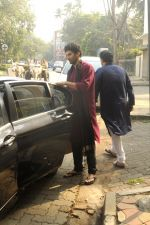 Siddharth Roy Kapoor and Aditya Roy Kapoor snapped outside their home in Juhu on 29th Oct 2016 (10)_58172fbd5c649.JPG