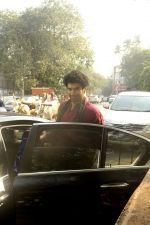 Siddharth Roy Kapoor and Aditya Roy Kapoor snapped outside their home in Juhu on 29th Oct 2016 (12)_58172fbec4eda.JPG