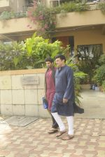 Siddharth Roy Kapoor and Aditya Roy Kapoor snapped outside their home in Juhu on 29th Oct 2016 (2)_58172fbac64c0.JPG