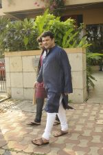 Siddharth Roy Kapoor and Aditya Roy Kapoor snapped outside their home in Juhu on 29th Oct 2016 (5)_58172fd69e38f.JPG