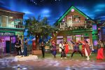 Arjun Rampal, Shraddha Kapoor promote Rock On 2 on the sets of The Kapil Sharma Show on 31st Oct 2016 (1)_58188e33ef95c.JPG