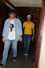 Hrithik Roshan snapped at PVR Juhu on 31st Oct 2016 (18)_58188ba26baa9.JPG
