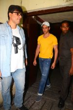 Hrithik Roshan snapped at PVR Juhu on 31st Oct 2016 (19)_58188ba316c5f.JPG