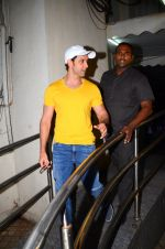 Hrithik Roshan snapped at PVR Juhu on 31st Oct 2016 (26)_58188ba77823f.JPG