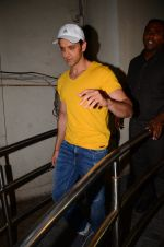 Hrithik Roshan snapped at PVR Juhu on 31st Oct 2016 (27)_58188ba8585fb.JPG