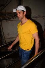 Hrithik Roshan snapped at PVR Juhu on 31st Oct 2016 (29)_58188ba94e8ac.JPG