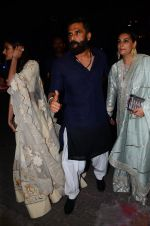 Sunil Shetty, Mana Shetty at BIG B_s Diwali bash on 31st Oct 2016 (80)_581888bccc6fa.JPG