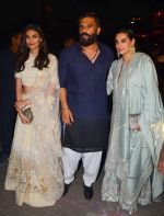 Sunil Shetty, Mana Shetty at BIG B_s Diwali bash on 31st Oct 2016 (79)_581888afcf767.JPG