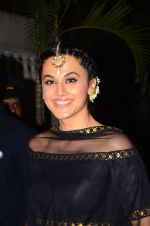 Taapsee Pannu at BIG B_s Diwali bash on 31st Oct 2016 (63)_581888c703389.JPG