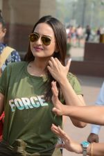 Sonakshi Sinha at Force 2 promotions on 3rd Nov 2016 (45)_581b48a04b3a7.JPG