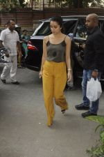 Shraddha Kapoor with Rock On 2 team snapped in Mumbai on 3rd Nov 2016 (12)_581c2e589f852.JPG