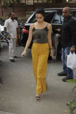 Shraddha Kapoor with Rock On 2 team snapped in Mumbai on 3rd Nov 2016 (13)_581c2e59588f7.JPG