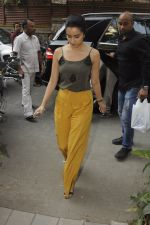Shraddha Kapoor with Rock On 2 team snapped in Mumbai on 3rd Nov 2016 (14)_581c2e59e4ee8.JPG
