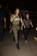 Sonakshi Sinha snapped at airport on 3rd Nov 2016 (15)_581c2d745985f.JPG