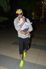 Manish Paul snapped at airport on 6th Nov 2016 (45)_58208dbf8cc45.JPG