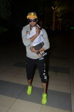 Manish Paul snapped at airport on 6th Nov 2016 (47)_58208dc1971d6.JPG