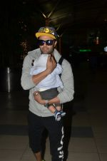 Manish Paul snapped at airport on 6th Nov 2016 (48)_58208dc279a99.JPG