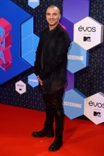 at MTV EMA 2016 Red carpet on 6th Oct 2016 (10)_58208eaa37bd4.JPG