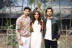 Aashim Gulati, Neha Sharma, Aditya Seal at the promotion of film Tum Bin II on the sets of Sony TV reality show Super Dancer on 7th Nov 2016 (12)_582193b42689b.jpg