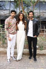 Aashim Gulati, Neha Sharma, Aditya Seal at the promotion of film Tum Bin II on the sets of Sony TV reality show Super Dancer on 7th Nov 2016 (1)_58219b2cdcd59.JPG