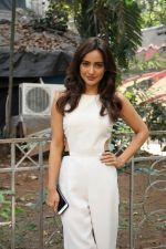 Neha Sharma at the promotion of film Tum Bin II on the sets of Sony TV reality show Super Dancer on 7th Nov 2016 (11)_582193c6dde1e.jpg