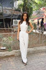 Neha Sharma at the promotion of film Tum Bin II on the sets of Sony TV reality show Super Dancer on 7th Nov 2016 (9)_58219b30873cf.JPG