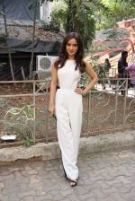 Neha Sharma at the promotion of film Tum Bin II on the sets of Sony TV reality show Super Dancer on 7th Nov 2016 (10)_58219b3171db5.JPG